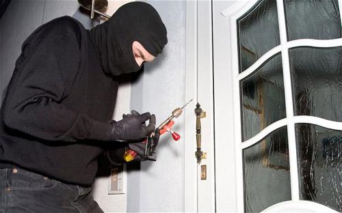 Bị trộm đột nhập vào nhà nghỉ cuỗm tiền